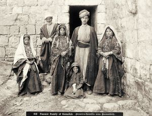 788px-peasant_family_of_ramallah_1900-1910