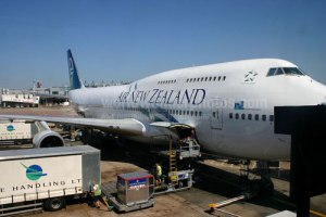 Air-New-Zealand-Boeing-747-at-Heathrow-1